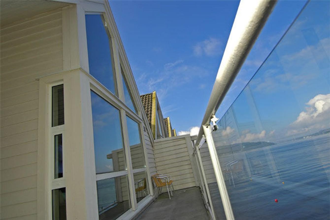 Claus Lundekvam selger «hytta» i Bergen sentrum.
