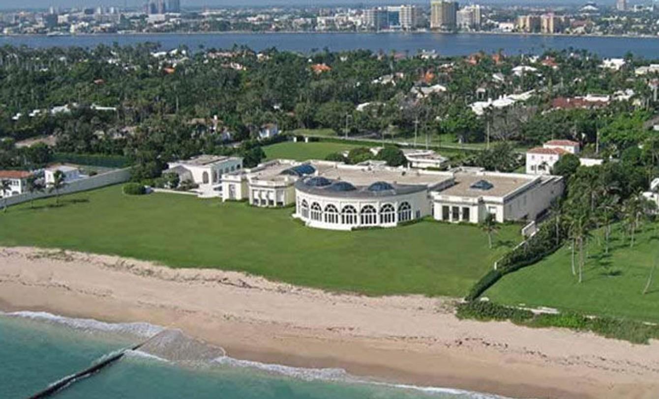 Strand,utsikt og noen tusen kvadratmeter er litt av det du får hvis du ønsker å overta Donald Trumps fritidshus.