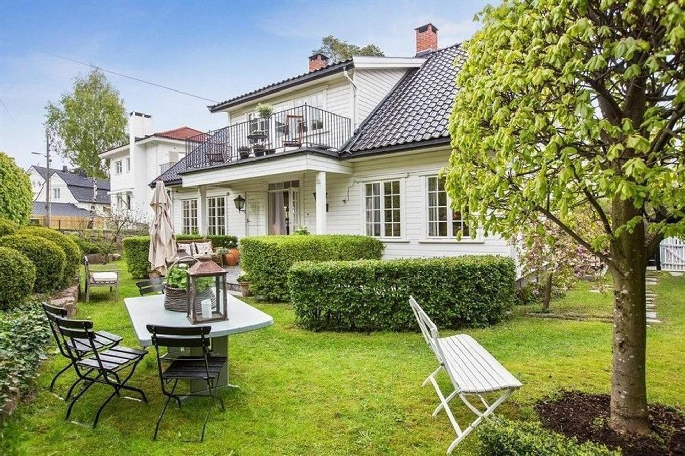 Boligen i fasjonable Christian Benneches vei ligger ikke langt fra Petter Stordalens herskapelige villa.