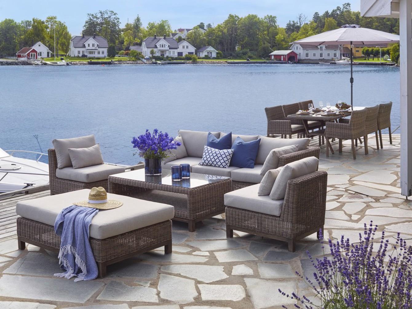 SOMMERIDYLL: Er det noe vi fortjener, så er det å nyte sommeren. Med riktige hagemøbler kan familielivet flytte ut, hele sommeren. /Foto: BOHUS.