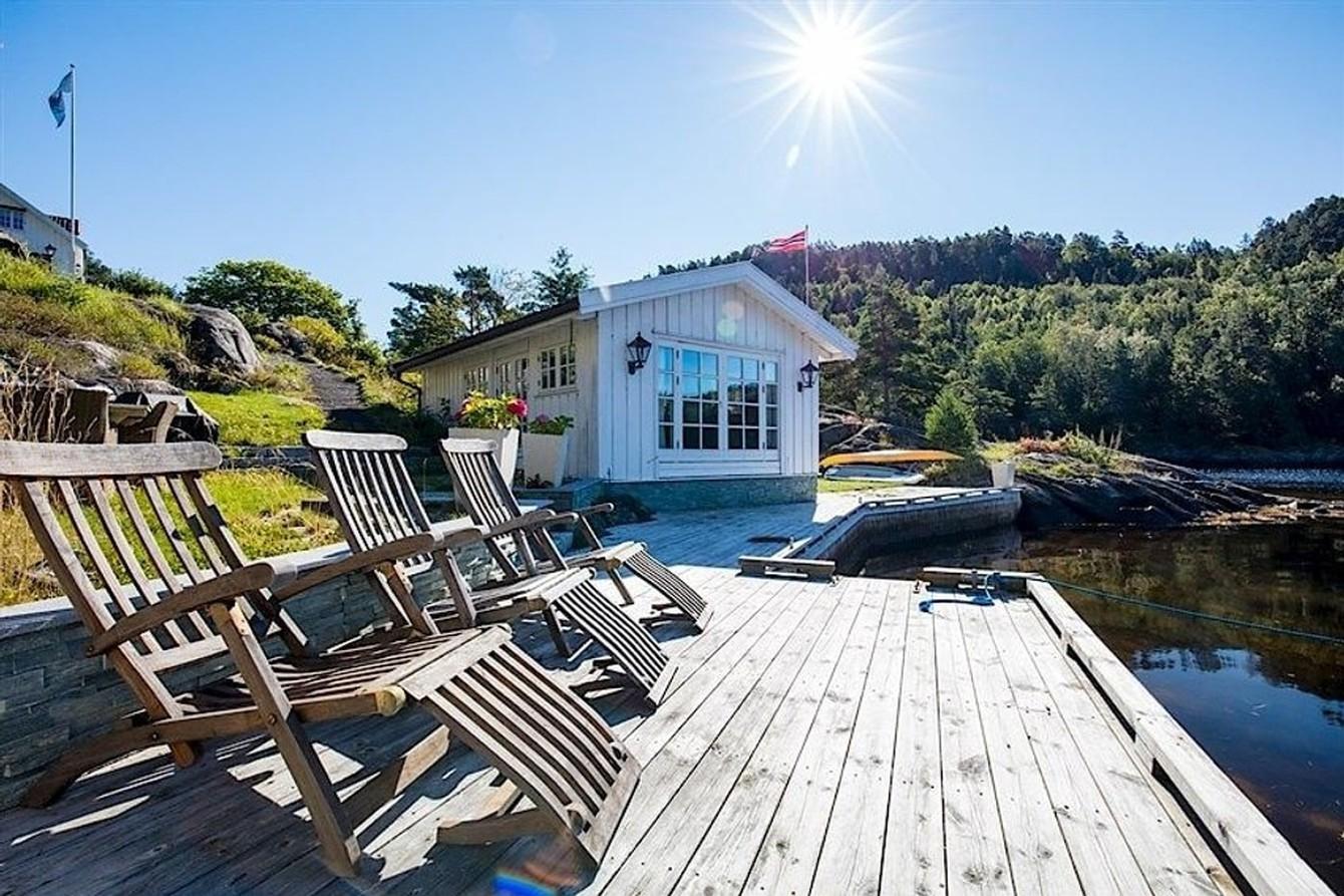GLAD I HYTTA: Kjærligheten til fritidsboliger er sterk. Men hva er viktig for dagens hyttekjøper? /Foto: Aktiv Eiendomsmegling Kragerø