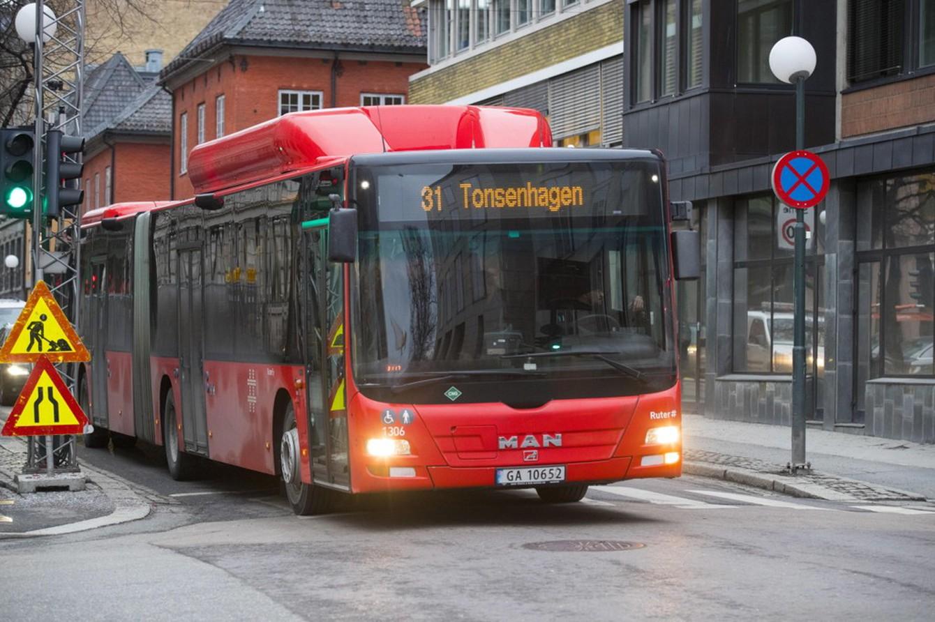 STATLIG SLØSERI: Bussene koster mer i noen fylker enn andre, fordi fylkene stiller spesielle krav til hvor knappene skal sitte og avstanden mellom seteradene.